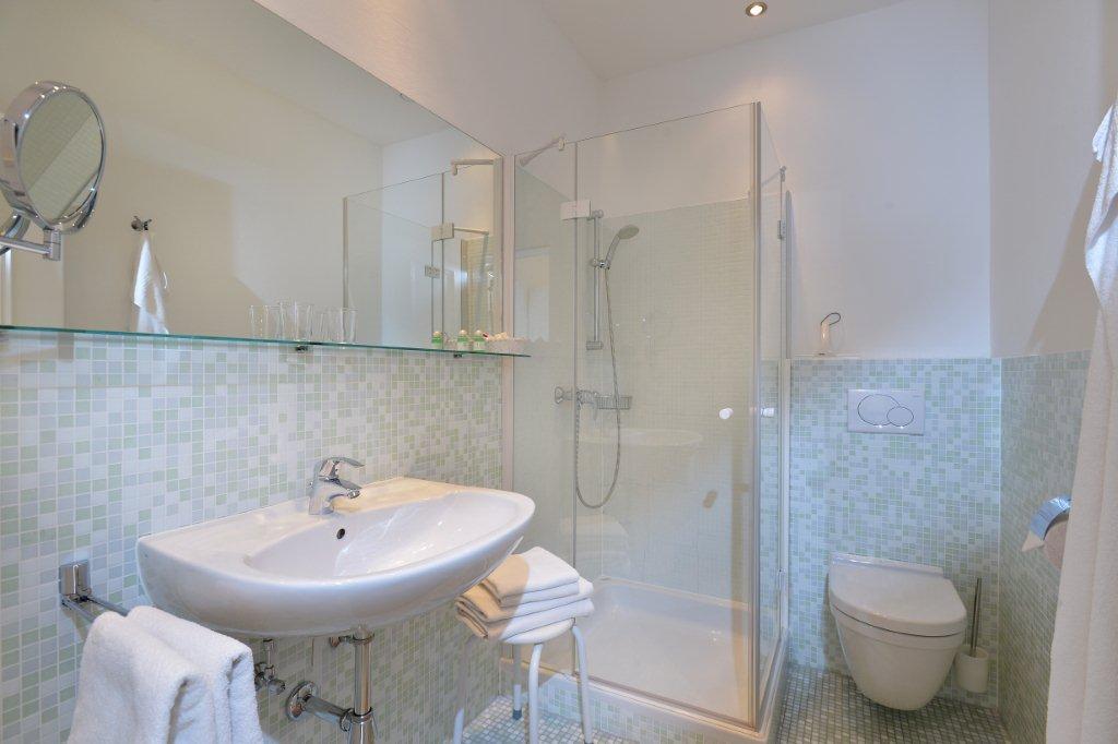 ferienwohnung-haus-friederike-ellmau-birkenweg-20-sylvia-brunner-badezimmer-appartement-neu-badezimmer.jpg
