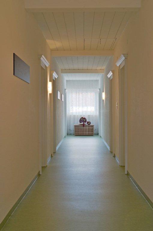 ferienwohnung-haus-friederike-ellmau-birkenweg-20-sylvia-brunner-badezimmer-appartement-neu-gang1.jpg