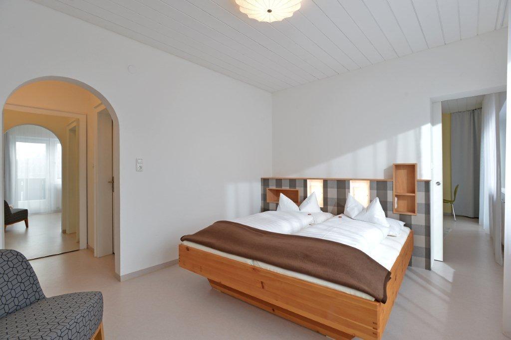 ferienwohnung-haus-friederike-ellmau-birkenweg-20-sylvia-brunner-badezimmer-appartement-neu-schlafzimmer1.jpg