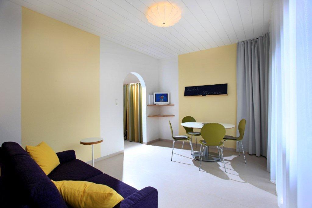 ferienwohnung-haus-friederike-ellmau-birkenweg-20-sylvia-brunner-badezimmer-appartement-neu-wohnzimmer.jpg