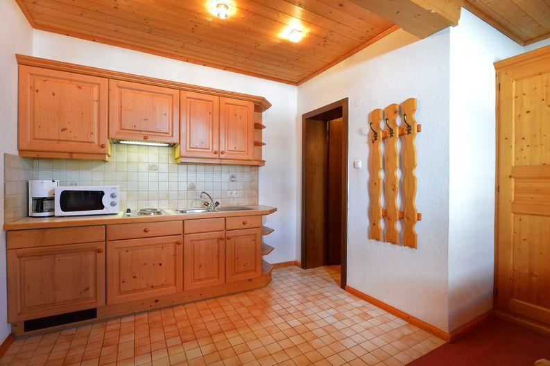 ferienwohnung-haus-friederike-ellmau-birkenweg-20-sylvia-brunner-badezimmer-appartement-keller-kueche.jpg