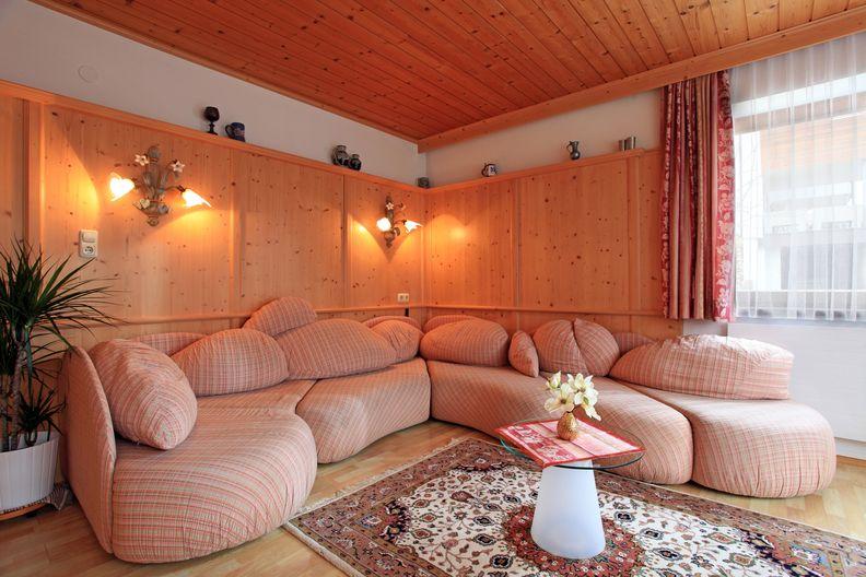 ferienwohnung-haus-friederike-ellmau-birkenweg-20-sylvia-brunner-wohnzimmer.jpg