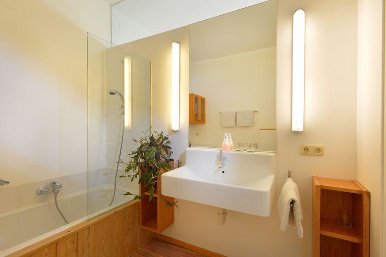 appartement-kaisertor-birkenweg-20-4-ellmau-elfie-trost-wohlschlager-badezimmer.jpg