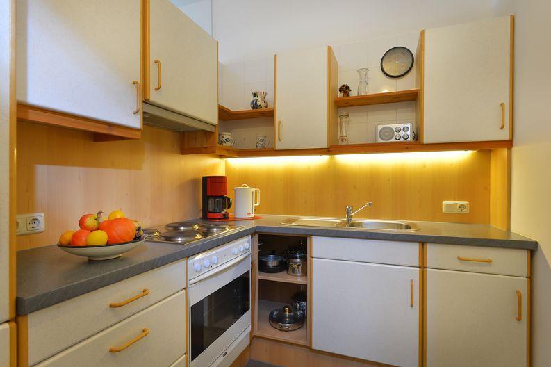 appartement-kaisertor-birkenweg-20-4-ellmau-elfie-trost-wohlschlager-kueche.jpg