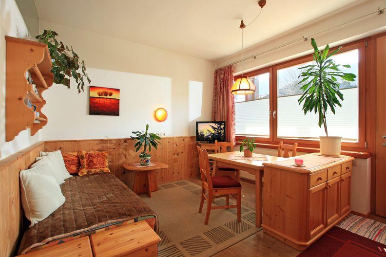 appartement-kaisertor-birkenweg-20-4-ellmau-elfie-trost-wohlschlager-wohnzimmer1.jpg